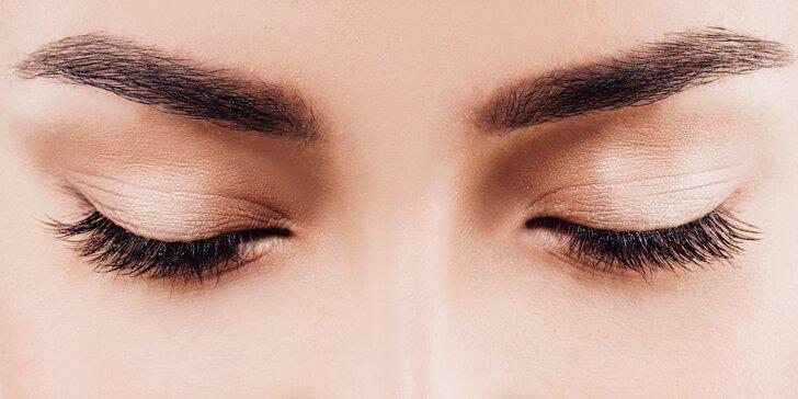Zvýrazněte své oči: prodloužení řas metodou řasa na řasu nebo pomocí 3D