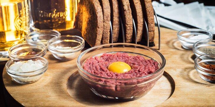 Umíchejte si dle chuti 150 nebo 300 gramů hovězího tataráku U Zlaté konve