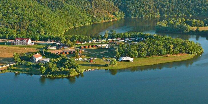 Pohoda až pro 7 osob: mobilní domky u přehrady Výrovice u Znojma
