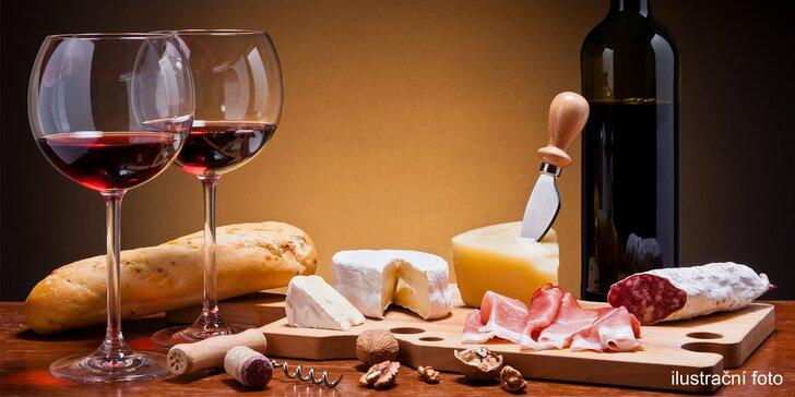 Oslavte největší vinařský svátek: balíček s lahví Beaujolais a vybranými lahůdkami
