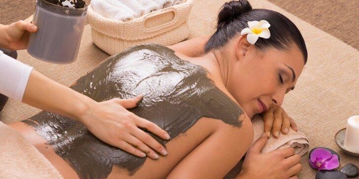 Dopřejte si hloubkovou masáž zad s teplým zábalem mrtvého moře
