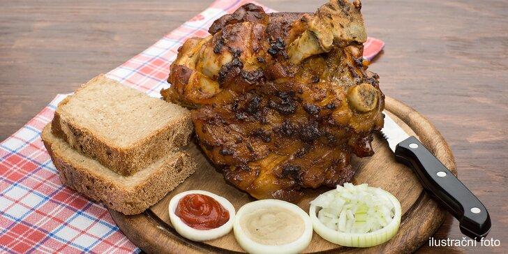 Marinované vepřové koleno s chlebem a křenem pro velké jedlíky