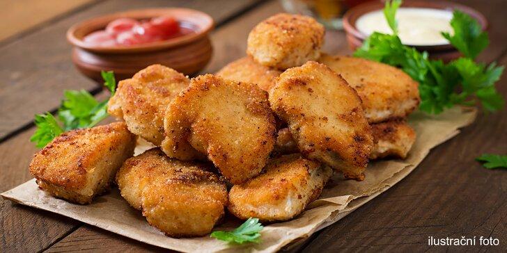 Kilo kuřecích nebo vepřových řízků včetně zeleniny a chleba