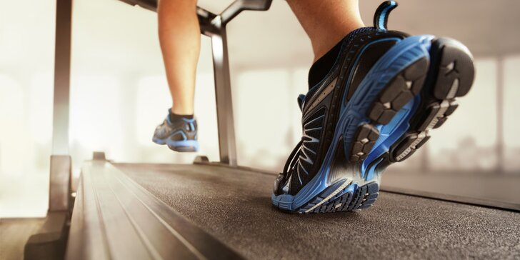 Vstupy na energické cvičení H.E.A.T - chůze na pásu za doprovodu hudby