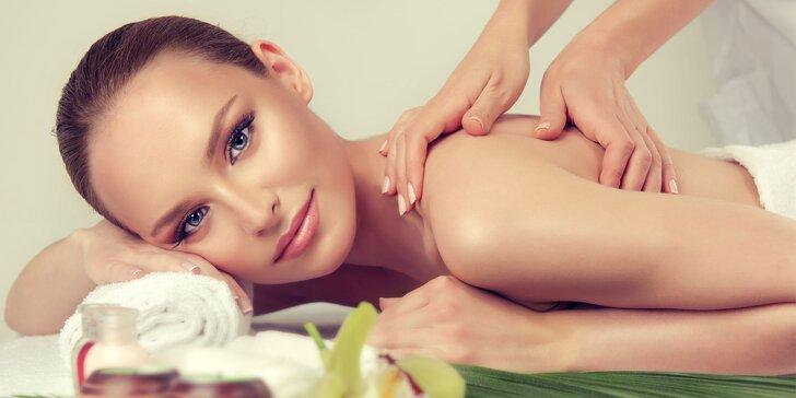 60minutová relaxační masáž zad, šíje a rukou dle výběru