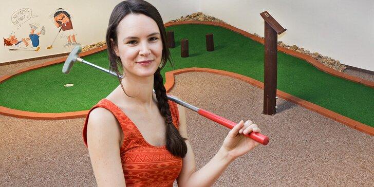 Adventure minigolf pod střechou: Hodina zábavy pro páry i celé rodiny