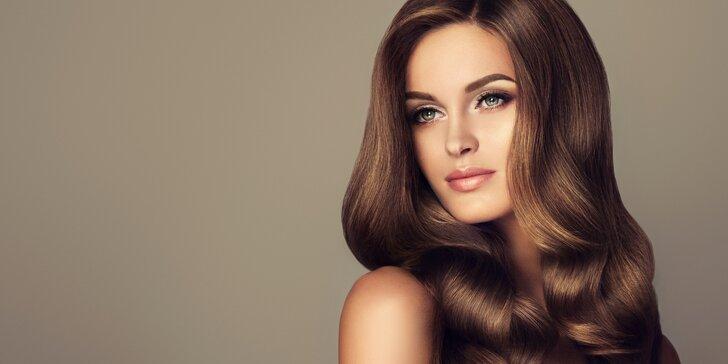 Hloubkové ošetření extrémně poškozených vlasů včetně nového střihu