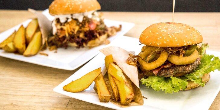 Šťavnatý burger dle vlastního výběru s domácími hranolky pro dvě osoby