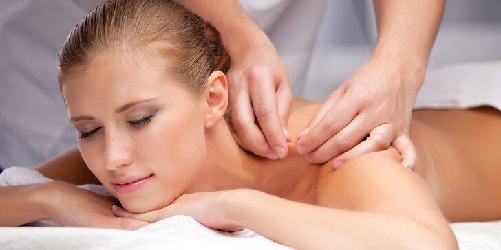 Relaxační masáže - Masáž zad, lávové kameny či párová masáž ve FyzioTOP