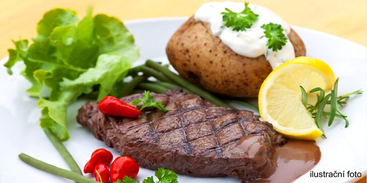 Šťavnatý kuřecí nebo vepřový steak a plněné brambory pro dva