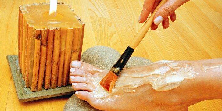 Kompletní mokrá pedikúra + medová masáž a medový zábal