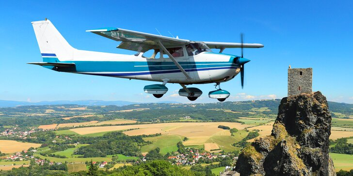 Let v letadle Cessna vč. pilotování + možnost dalších 2 pasažérů