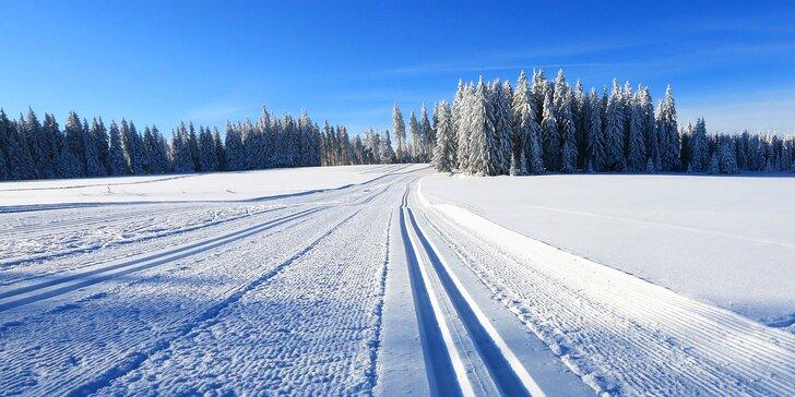 Zimní nebo jarní dovolená na Šumavě s polopenzí: 500 m od malého skiareálu