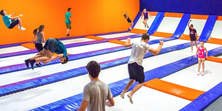 Hodinové dovádění na trampolínách v aréně ENHA Freestyle