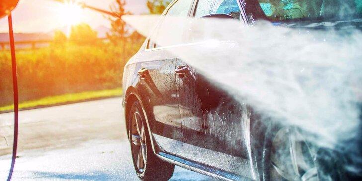 Kompletní vyčištění interiéru včetně tepování a mytí auta
