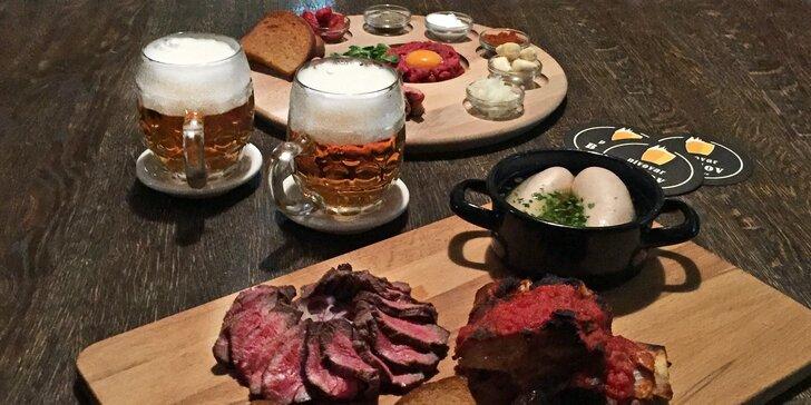 Více než 1 kg masových pochoutek a neomezená konzumace piva pro 2
