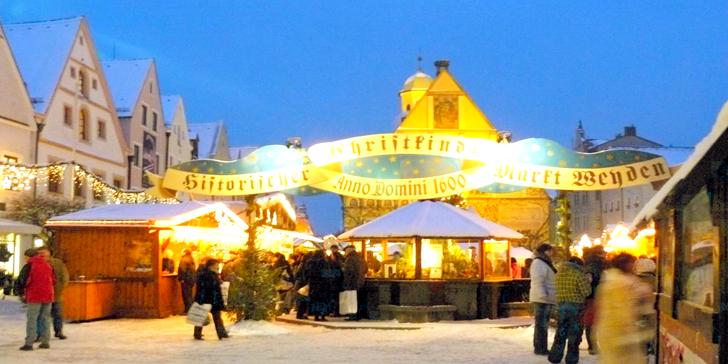 Atmosféra Vánoc, nákupy či relaxace v lázních aneb vánoční trhy ve městě Weiden