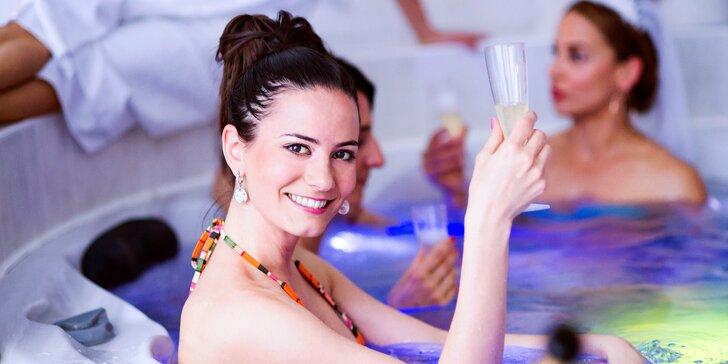 Pohodička v privátní vířivce až pro 5 osob s lahví sektu nebo bez