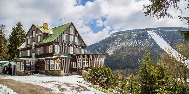 Zimní pohoda v klasické horské chatě se snídaní blízko sjezdovek ve Špindlu