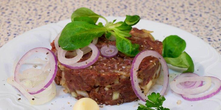 Dejte si tatarák z vyzrálého hovězího z místní farmy ve vyhlášené restauraci