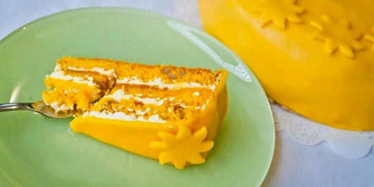 Zářivý dort Sluníčko s medem a slunečnicovými semínky, potažený marcipánem