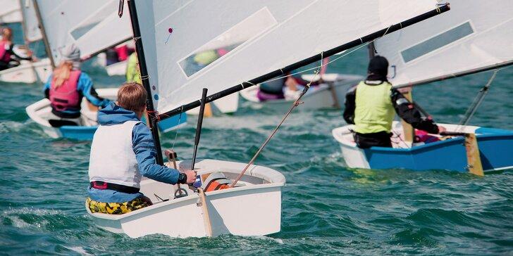 Zážitek pro malé námořníky: výuka na trenažéru a plavba na plachetnici