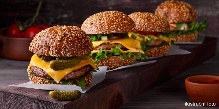 Amerika s přáteli: 4x hovězí burger podle výběru, hranolky a 4 piva
