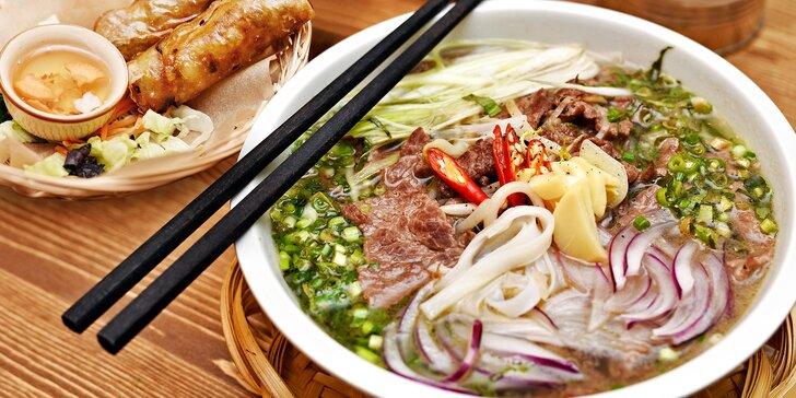 Ochutnejte Vietnam: polévka Phở Bo a křupavé závitky Nem Rán pro 1 nebo 2