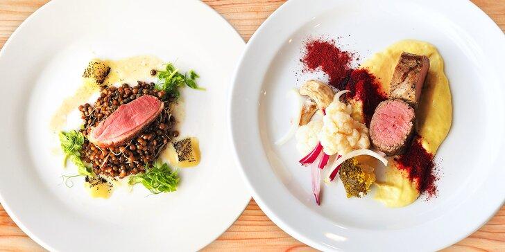 Novoroční degustační menu podávané ve střešní restauraci s výhledem