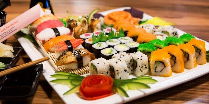 Čerstvé sushi v moderní restauraci: na výběr menu o 16 i 45 kouscích