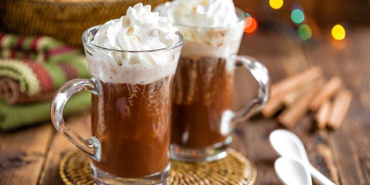 Společné posezení u dobroty: 2× vídeňská káva s příchutí karamelu