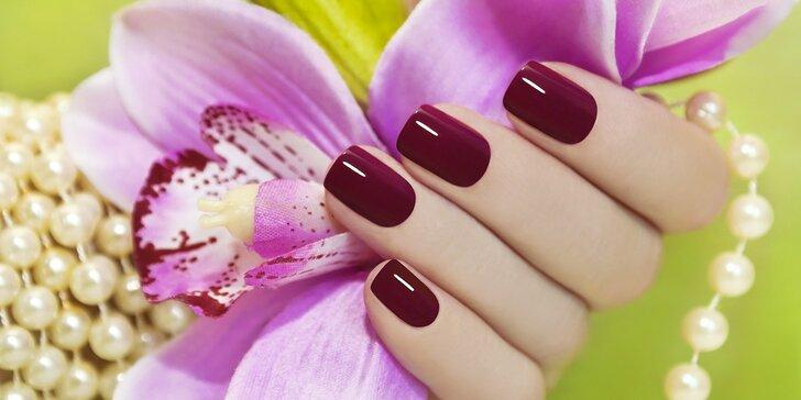 Krásné nehty: manikúra se zpevněním nehtů a gel lakem