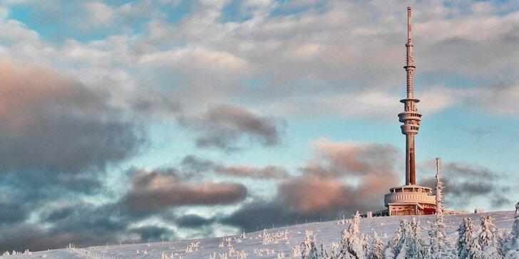 Zimní pobyt pod Pradědem: 3 dny v Jeseníkách pro 2 s lyžovačkou za humny