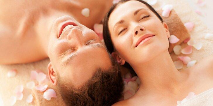 Dokonalá romantika při párovém odpočinku se sklenkou sektu