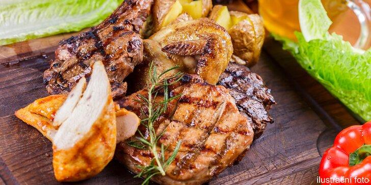 Talíř plný lahodných trojek: 3 druhy steaků a 3× přílohy s omáčkami dle výběru