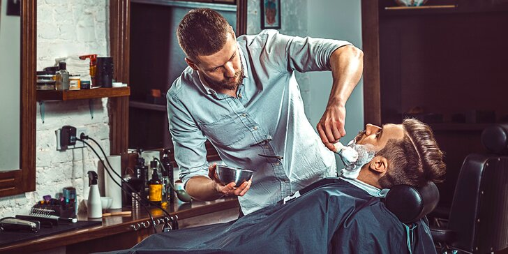 Luxusní barber péče: střih, holení, sklenka whiskey a odvoz BMW