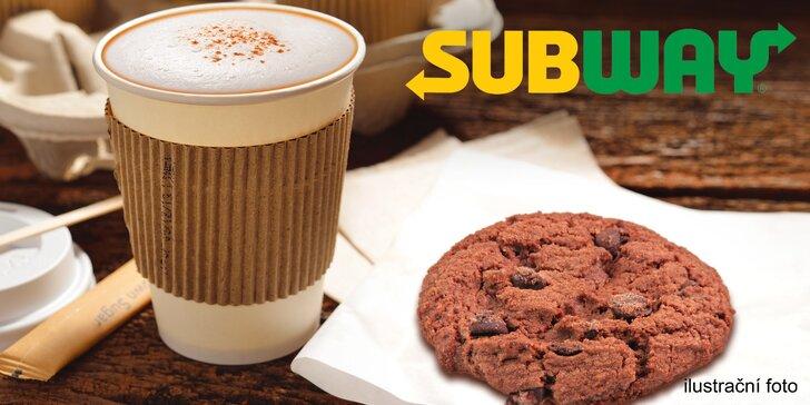 Zimní občerstvení v Subway: voňavé latte macchiato a cookie dle výběru