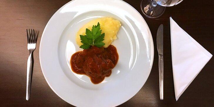Degustační menu v Kalikovském mlýně: hovězí líčka na víně a štrúdl pro dva