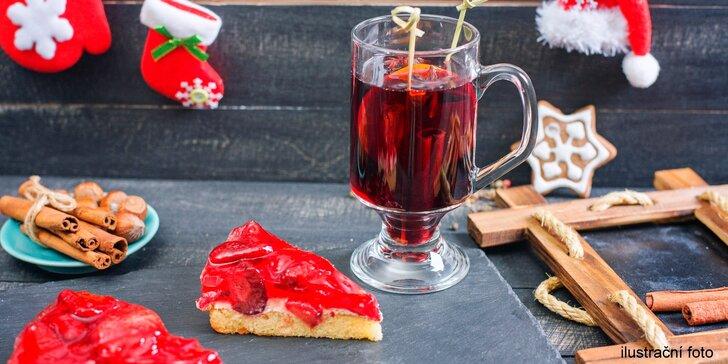 Voňavý svařák ve třech variantách: bílý, červený či růžový a dort dle výběru