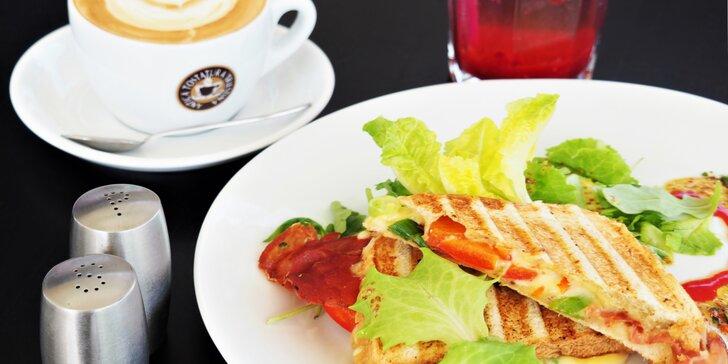 Posnídejte u jezera: Sladké nebo slané menu s kávou a domácí malinovkou