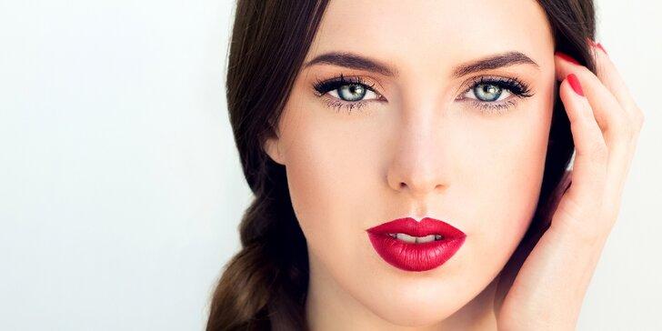 Podtrhněte svou krásu: Permanentní make-up obočí nebo horních linek