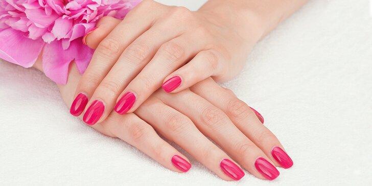 Péče o nožky i ruce: mokrá pedikúra s reflexní masáží nebo modeláž nehtů