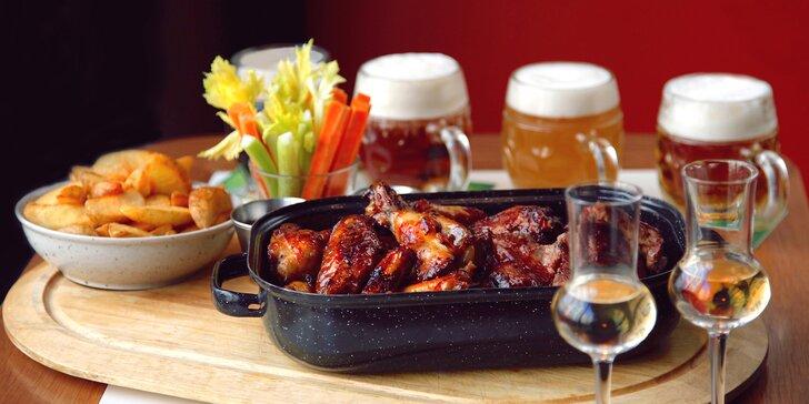 Parádní hostina v Potrefené huse: žebra, křídla, ochutnávka piva a meruňkovice
