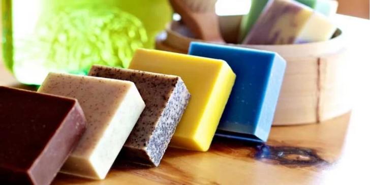 2hodinový kurz výroby mýdla, vonné soli a balzámu na rty