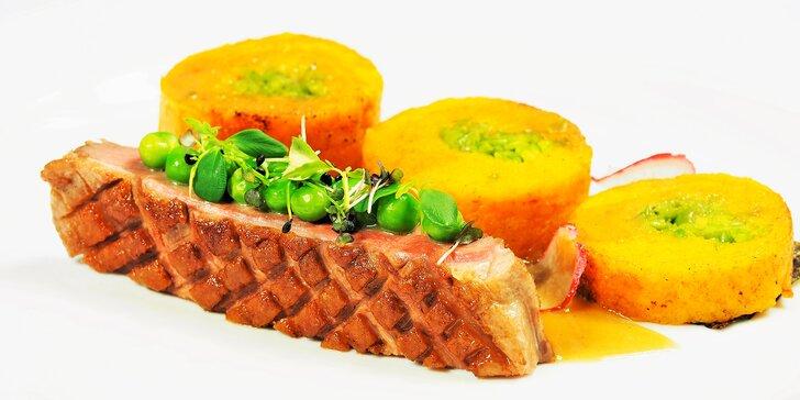 Moderní degustační menu: kachní prso s řasou Nori i telecí tataráček