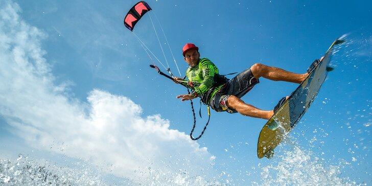 Naberte vítr do plachet: Kurz snowkitingu, landkitingu nebo kiteboardingu