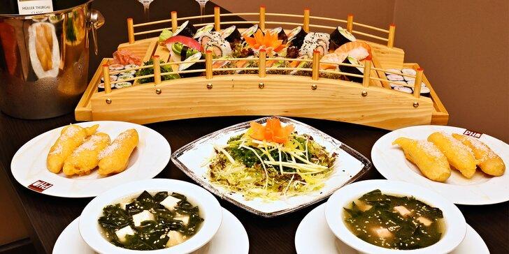 Vietnam vábí: bohaté sushi menu a láhev vína ve stylové restauraci až pro 4