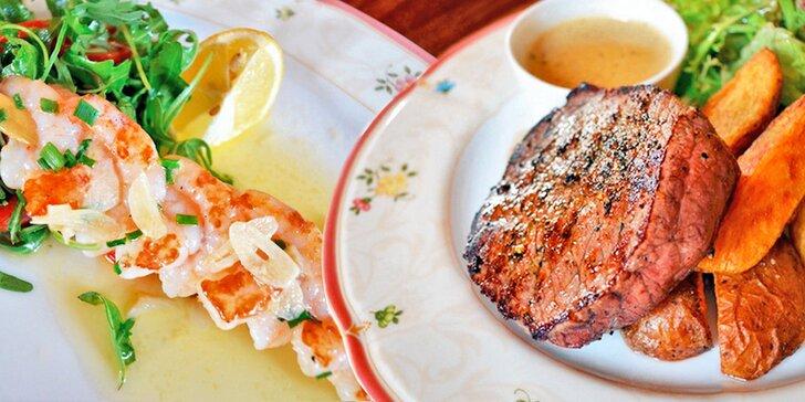 Menu pro 2 se steakem či kachními prsíčky a lahví vína v romantickém zámečku