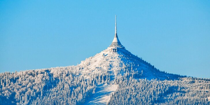 Pobyt v Jizerkách se snídaní a celodenním skipasem do Ski Ještěd Liberec