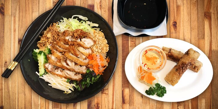 Exkluzivní Bun Ga Nam Bo: jarní závitky a křupavé kuřecí maso s rýžovými nudlemi